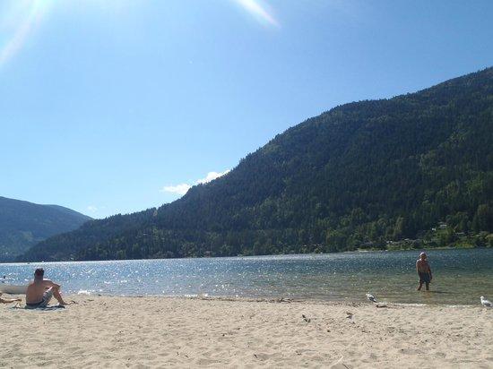 Prestige Lakeside Resort: beach