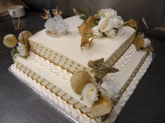 Banaka and Browns Artisian Bakery & Coffee House : anniversary cake