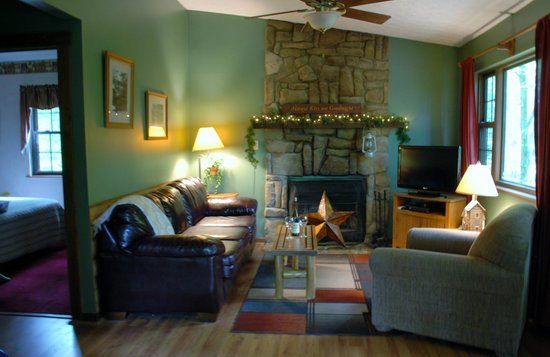Four Seasons Cabins : Living room with wood burning fireplace