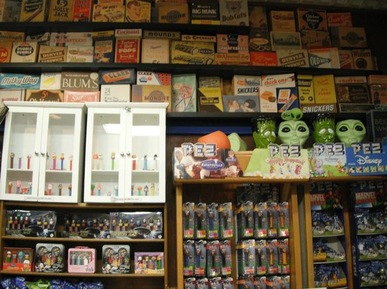 Old Market : inside Hollywood Candy Store & Antiques