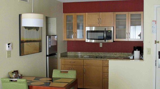 Residence Inn Syracuse Carrier Circle : Kitchen
