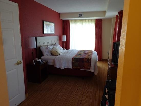 Residence Inn Halifax Downtown : Bedroom