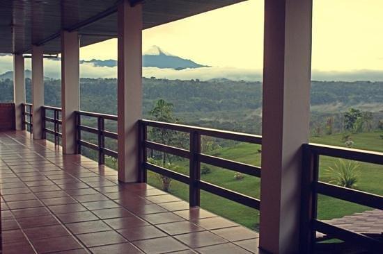 Hosteria Farallon : Volcan Sangay visto desde la habitaciones