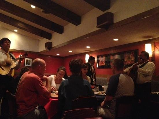 Jalapeno Loco Mexican Restaurant: delicious food and mariachi band!