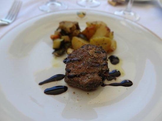 Hotel Villa Cipressi: beef tenderloin with balsamic reduction