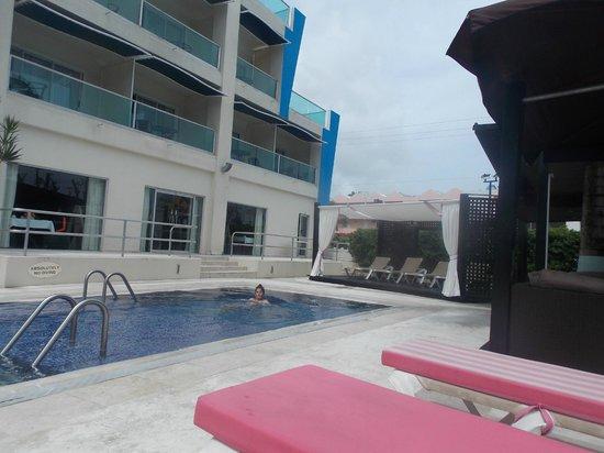 South Beach Hotel: pool area