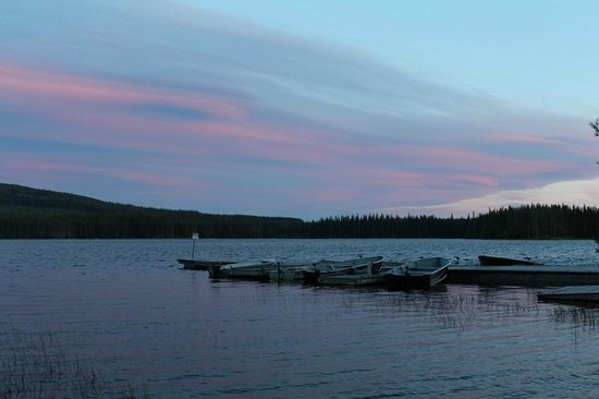 Postill Lake Lodge: sunset