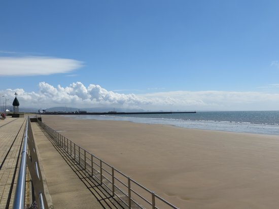 Swansea Beach: View to the left