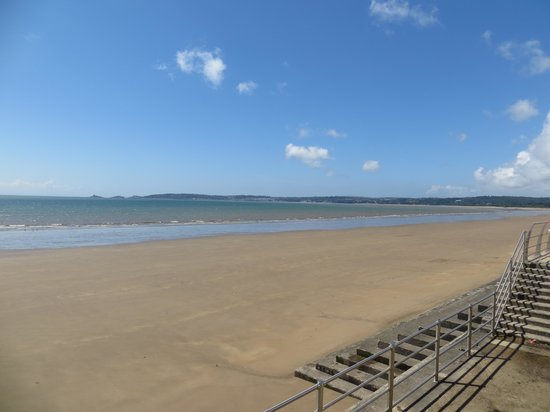 Swansea Beach: View to the right