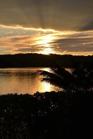 Poppy's on the Lagoon: Sunrise over the lagoon