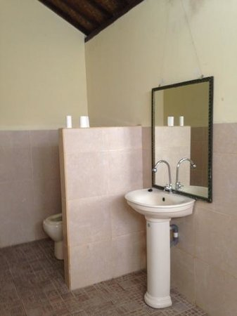 badkamer - Picture of Coral Bay Bungalows, Amed - TripAdvisor