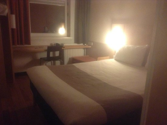 Ibis Utrecht: Bedroom, double bed
