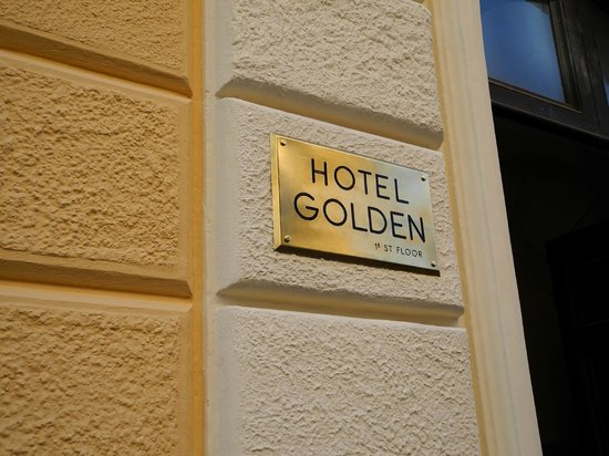 Hotel Golden: Entrance