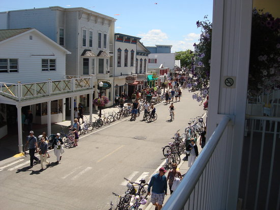 Lilac Tree Suites & Spa : View of Main Street Right