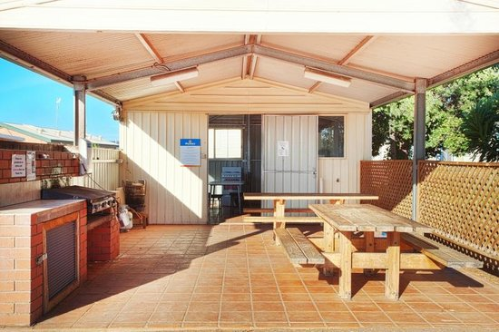 Discovery Parks - Whyalla Foreshore: Discovery Holiday Parks - Whyalla: BBQ areas