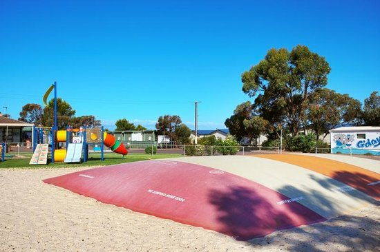 Discovery Parks - Whyalla Foreshore: Discovery Holiday Parks - Whyalla: jumping pillow & playground