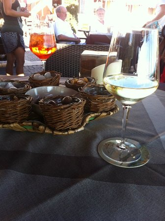 Café Italia : relaxing aperitivo while looking at boats and rowers