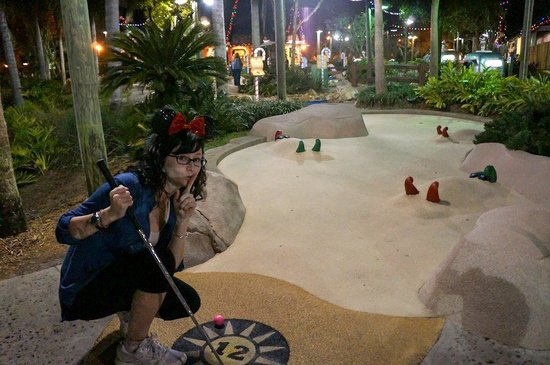 Disney's Winter Summerland Miniature Golf Course: Shhhh