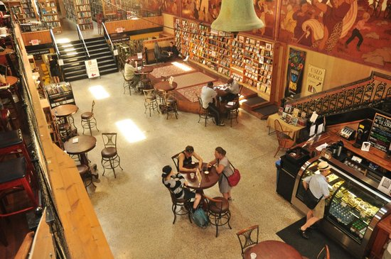 Midtown Scholar Bookstore: Den store sal