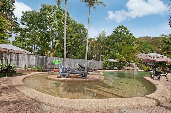 Lychee Tree Holiday Apartments: The Lychee Tree's family friendly swimming pool