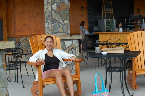 Round Peak Vineyard: Fun Chairs
