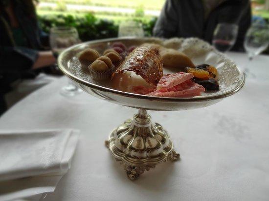 Villa d'Este: complimentary dessert platter
