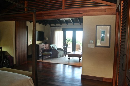 Royal Isabela: Looking to the sitting area