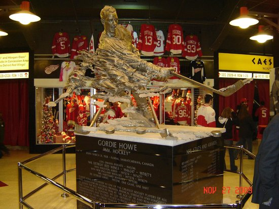 Joe Louis Arena statue inside front doors & statue inside front doors - Picture of Joe Louis Arena Detroit ...