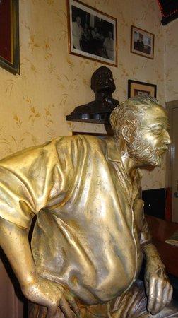estátua de Hemingway