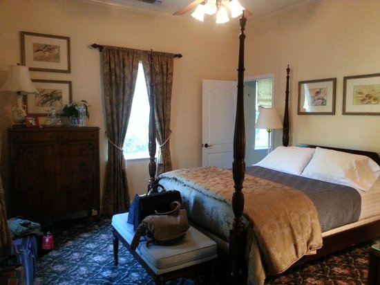 Yosemite Rose Bed & Breakfast: Brenda room