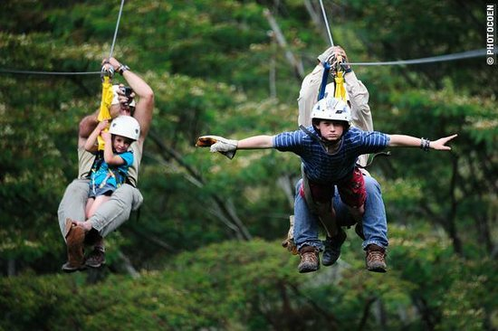 Santa Teresa, Peru: Family at Zipline