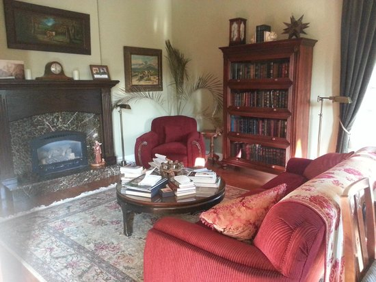 Yosemite Rose Bed & Breakfast: Reading Room