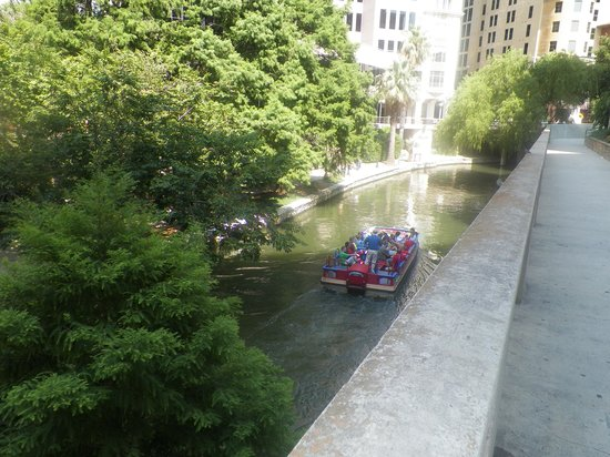 Embassy Suites by Hilton San Antonio Riverwalk-Downtown: View from Lobby