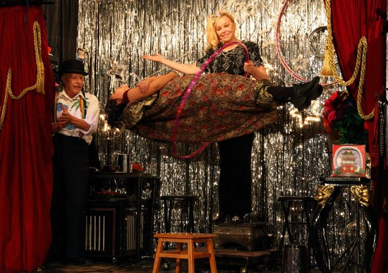 Houdini Museum: Dorothy Dietrich levitates an audience member