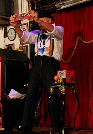 Houdini Museum : Bravo Sez: Houdini Lives!