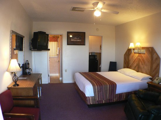 Desert View Inn: Room with One Queen