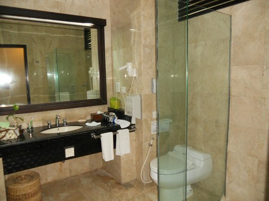 Kind Villa Bintang Resort & Spa: shower