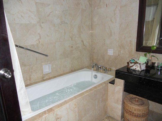 Sadara Boutique Beach Resort: tub