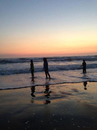 Westport Beach / N Mendocino Coast KOA: The kids, enjoying some waves at dusk