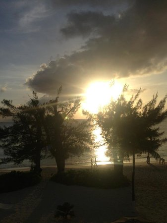 The Cayman Club : the view