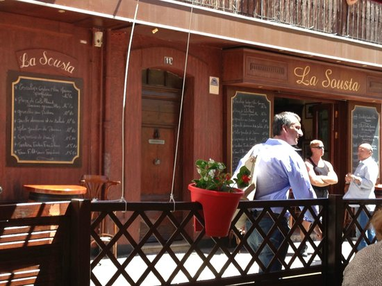 La Sousta: Outside the restaurant, we sat across the street for outdoor eating