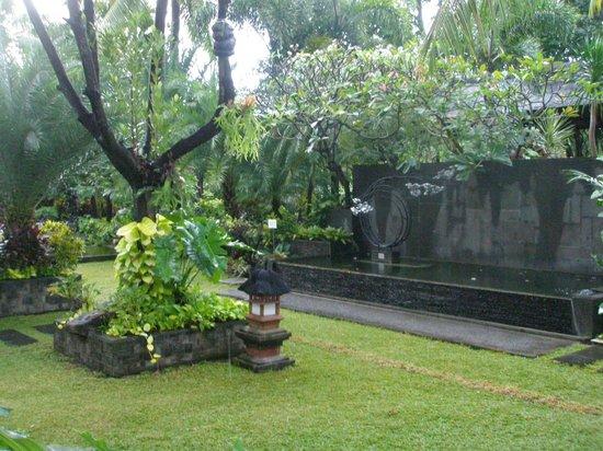 Padma Resort Legian: Gardens