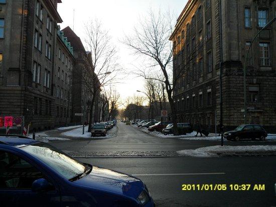 Acama Schöneberg Hotel+Hostel: Street in front