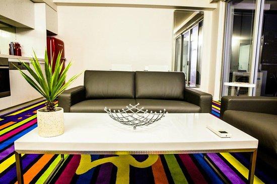 ADGE Apartment Hotel: Eastside Lounge