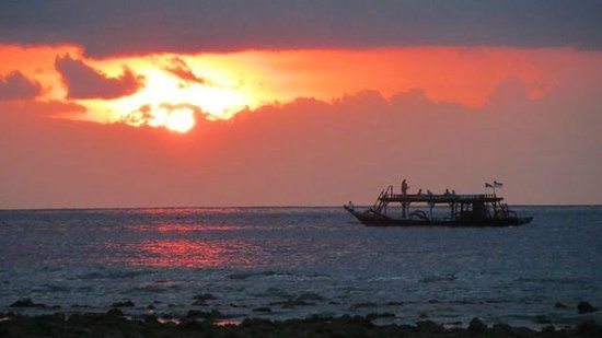 Desa Dunia Beda Beach Resort : View from the beach at sunset