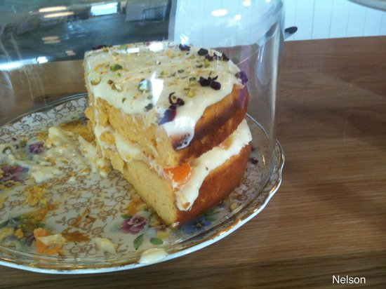 Paula's Plate: Oh yea. Citrus Cake. It was too big for me... But I managed to eat it all...... ( I am no quitte