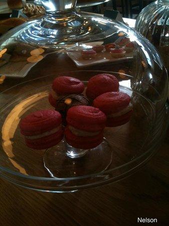 Paula's Plate: Macaroons . Perfect.