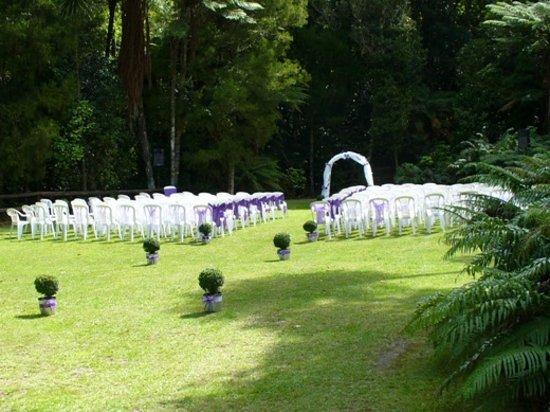 Lakes Lodge Okataina : Garden Wedding Setting