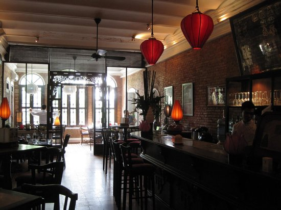 Temple Club: Bar and dining area
