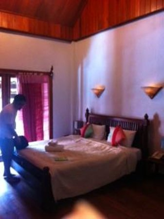 Muang Thong Hotel: Double room